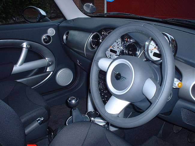 Click image for larger version  Name:interior.jpg Views:616 Size:40.0 KB ID:71531
