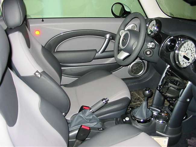 Click image for larger version  Name:MINI interior 2.2.JPG Views:1490 Size:38.1 KB ID:63959